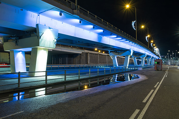 LED lights are unaffected by vibrations making them the best choice for industrial applications such as mining or bridges